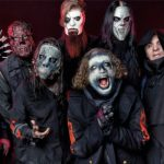 "Banda Slipknot em foto para divulgação do álbum ""We Are Not Your Kind"", de 2019"